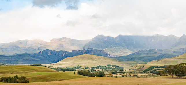 A view of the majestic Drakensberg mountain range, which can be experienced when you book your hotel or other accommodation with Flight Centre.