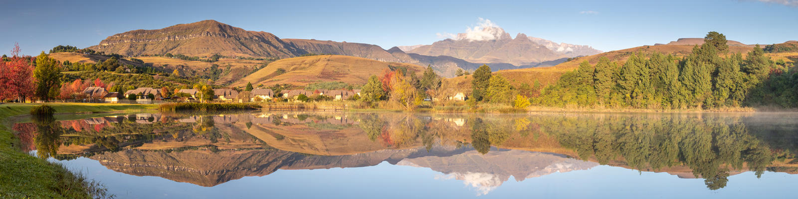 A view of the Drakensberg mountain range, which can be visited with a cheap Drakensberg holiday package from Flight Centre.