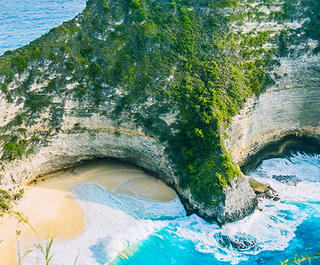 A view of one of Bali's beautiful beaches, which can be enjoyed with a holiday package from Flight Centre South Africa.