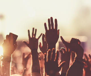 rock-out-at-lollapalooza-with-busabout